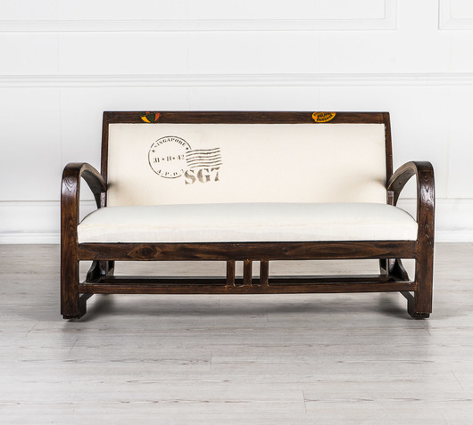 Un divanetto all'ingresso di casa: quel sapore vintage che fa la differenza
